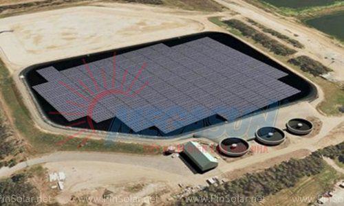 Nhà máy điện mặt trời nổi đầu tiên của Australia được xây dựng bên trên một hồ nước của cơ sở xử lý nước thải. Ảnh: ABC.