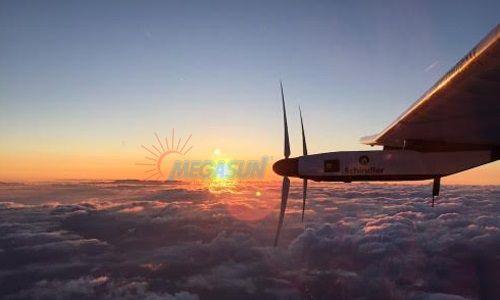 Máy bay chạy pin mặt trời vượt Thái Bình Dương