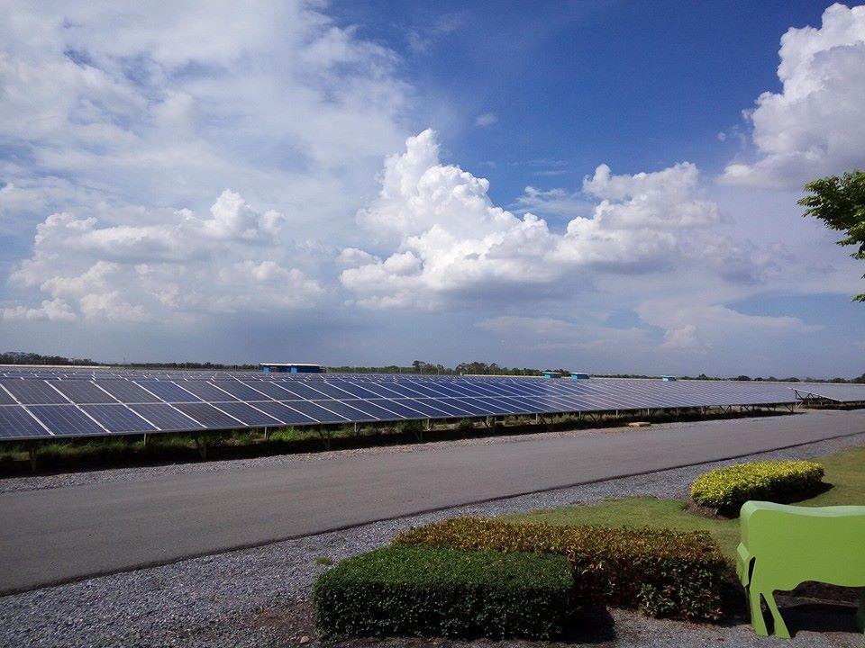 Tại nhiều nước phát triển, điện năng lượng mặt trời được chú trọng đầu tư bởi không gây ảnh hưởng môi trường.