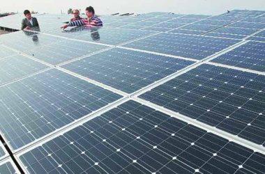 Ấn Độ đưa vào vận hành nhà máy điện Mặt trời lớn nhất thế giới